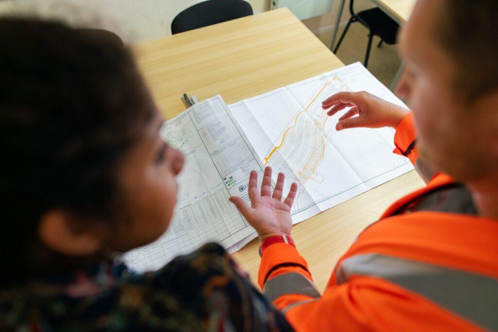 hiring a subcontractor vs general contractor